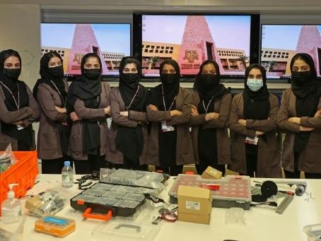 Etre afghane, avoir 18 ans et fabriquer des robots au Qatar