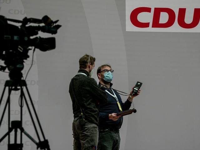 La CDU allemande choisit le successeur d'Angela Merkel, et l'Europe observe