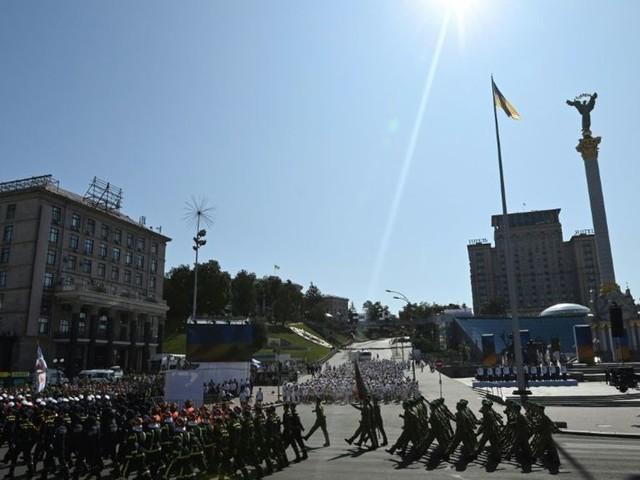 Jour de l'Indépendance en Ukraine : parade militaire annulée, défilé non officiel à Kiev