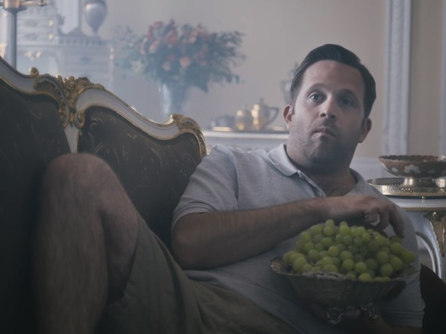 LG et Netflix transposent votre binge dans un véritable décor de série