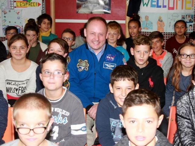 Valence. Visite de l'astronaute Mike Fincke : les collégiens de Jean-Rostand ont la tête dans les étoiles