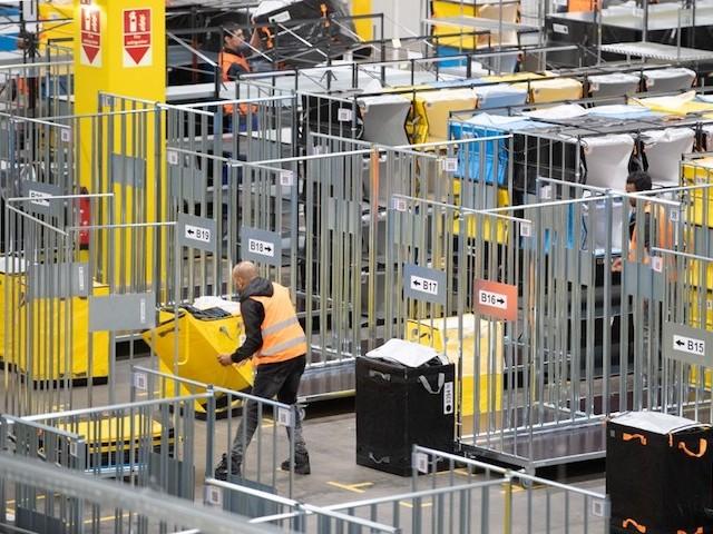 """""""Ils se soucient davantage de leurs robots que de leurs employés"""" : les témoignages glaçants des employés d'Amazon aux Etats-Unis"""