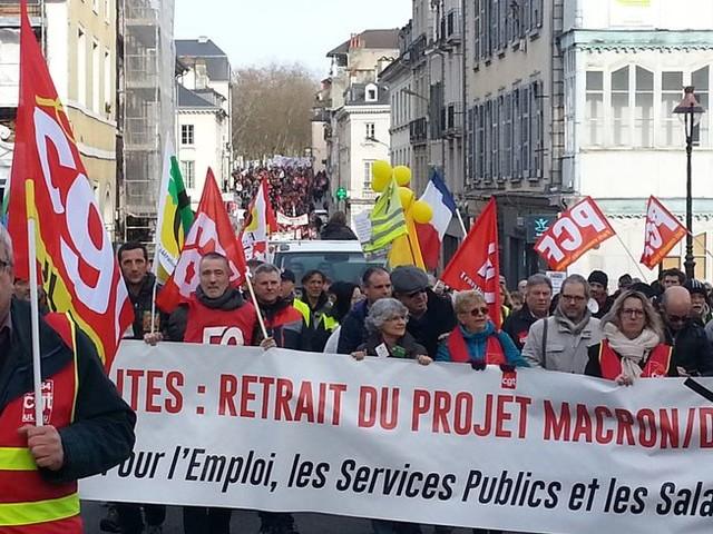 Près de 2.000 manifestants à Pau ce vendredi, entre 1.800 et 4.000 à Tarbes