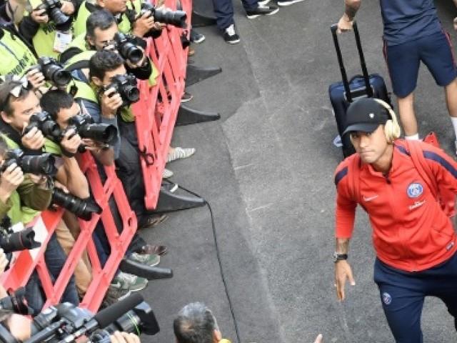 Ligue 1: Neymar titulaire avec le PSG à Guingamp