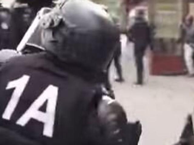 Gilets jaunes: le premier policier jugé pour violences condamné