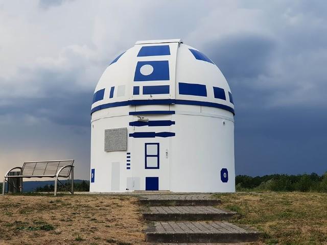 [Zone 42] Star Wars : un observatoire magnifiquement repeint façon R2-D2 géant