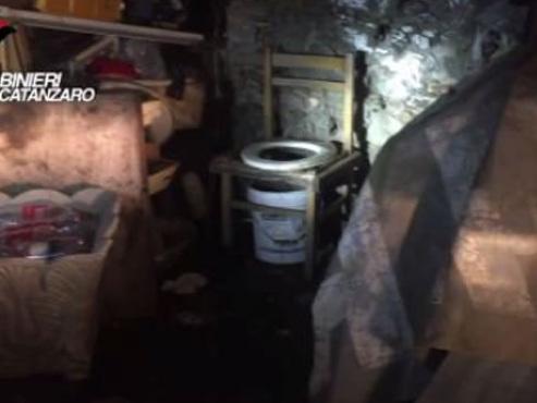 Sordide histoire dans le sud de l'Italie: une femme séquestrée et violée pendant 10 ans dans une cave