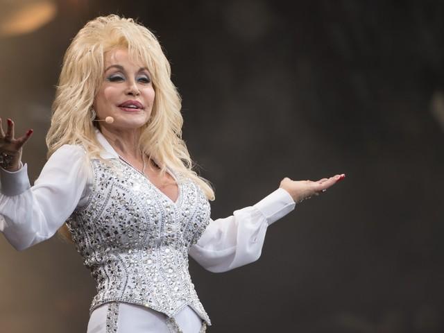 Si le vaccin anti-Covid existe, c'est aussi grâce à Dolly Parton