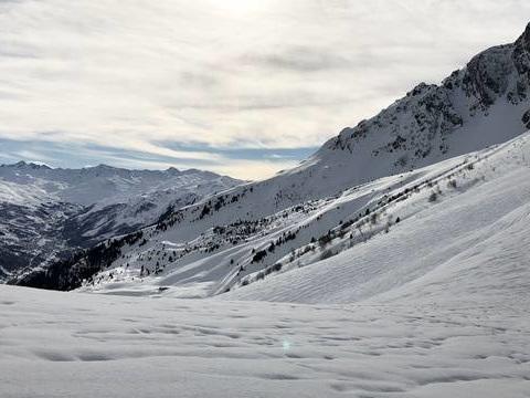Hautes-Alpes: Un skieur meurt après une avalanche