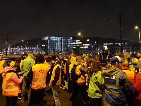 Plusieurs centaines d'agents de gardiennage manifestent ce matin devant l'OTAN
