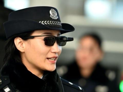 Des lunettes de police très spéciales