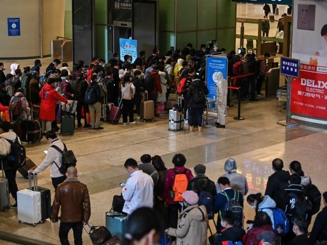 A Wuhan, berceau de la pandémie, la crainte des cas importés