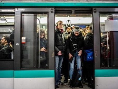 Réforme des retraites en France - Après 45 jours de grève, large reprise du travail en vue dans le métro parisien