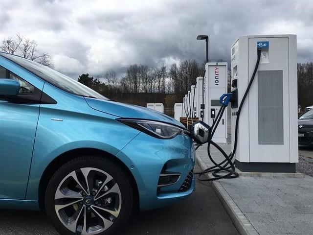 Infirmiers, médecins, pompiers : rechargez gratuitement votre voiture électrique !
