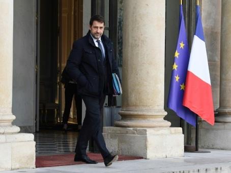 Maintien de l'ordre: Castaner annonce le retrait symbolique d'une grenade controversée