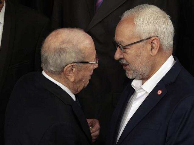 """Le consensus Nidaa-Ennahda """"s'est transformé en étouffoir"""" qui menace la démocratie tunisienne selon Le Monde"""