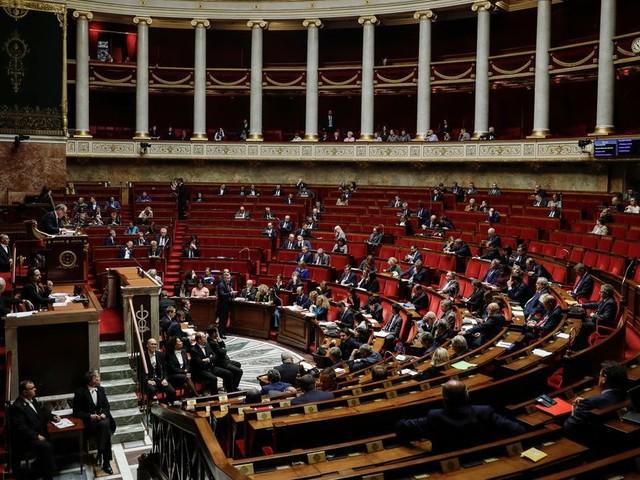 Face aux violences conjugales, l'Assemblée vote une meilleure exonérations des dons