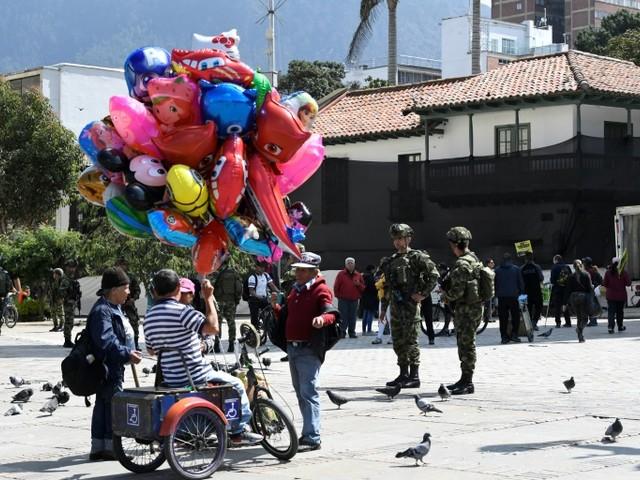 Les forces de l'ordre quadrillent Bogota après une nuit de couvre-feu inédit