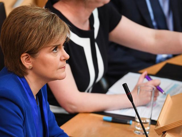 Écosse: la première ministre reporte la décision sur un nouveau référendum d'indépendance