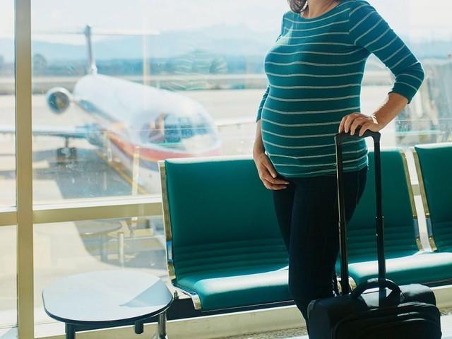 Test de grossesse forcé pour une passagère avant de monter dans l'avion