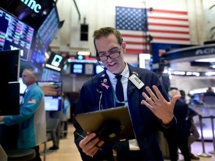 Wall Street, gardant un oeil sur le coronavirus, ouvre en hausse