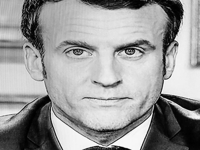 Confinement, quarantaine, réquisitions... Macron lancé dans une partie de Taboo géante avec les Français