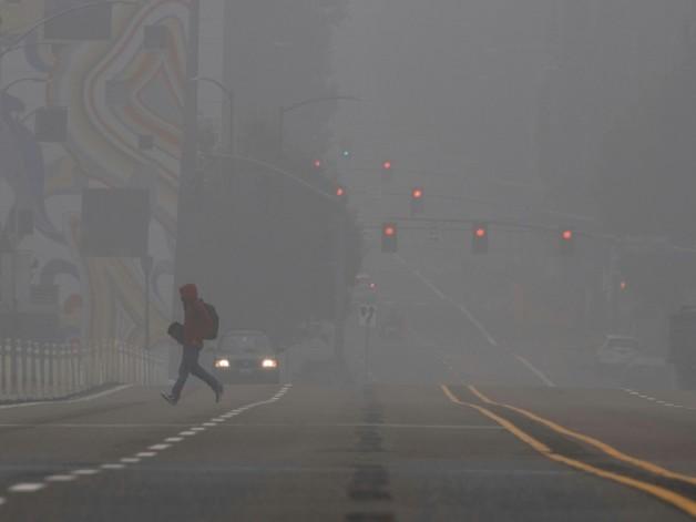 L'Ouest américain toujours en proie aux incendies, un observatoire menacé près de Los Angeles