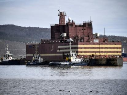 La première centrale nucléaire flottante s'apprête à traverser les eaux de l'Arctique
