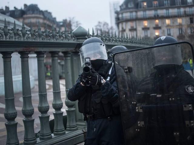 """""""Racisés"""" ou pas, beaucoup de Français ont peur de ce qu'est devenue la police"""
