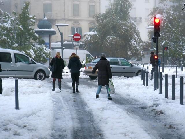 Neige : 70 000 foyers toujours privés d'électricité dans la Drôme, l'Isère et la Loire