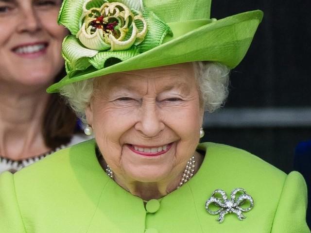 La reine Elizabeth II prête à céder son trône à ses 95 ans ? On a la réponse