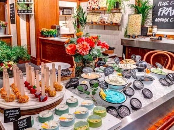 Fresh & Flowers : Lush lance un tout nouveau concept store de produits frais