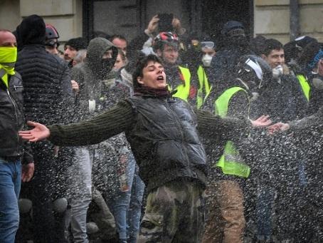"""A Angers, le rassemblement des """"gilets jaunes"""" se termine par des violences"""