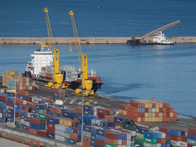 Le déficit du commerce extérieur de l'Algérie a reculé de 34% en 2017