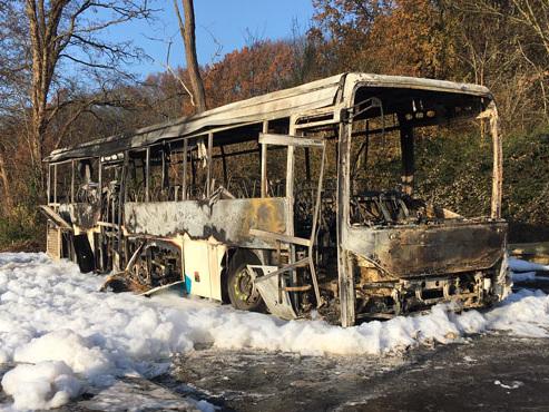 Un car scolaire a soudainement pris feu à Limal: les enfants ont été évacués à temps