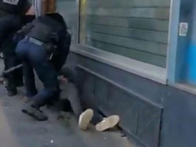 Une enquête ouverte après la vidéo d'un homme frappé au sol par un policier