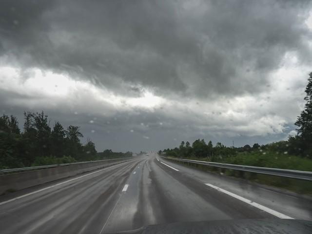 La météo du mercredi 23 octobre : fortes pluies au sud, grisaille sur le nord-est