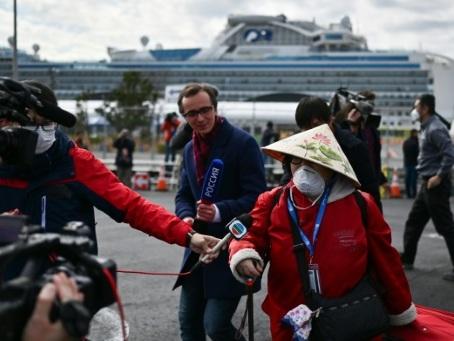 Coronavirus: des passagers du paquebot débarquent au Japon, plus de 2.000 morts en Chine