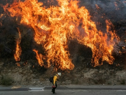 Incendies près de Los Angeles: 2 morts, 100.000 évacuations