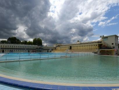 Dans l'ex-bassin minier, une piscine publique joyau de l'art déco
