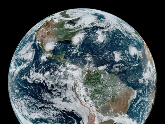 Impressionnante photo de 4 cyclones tropicaux vus depuis l'espace