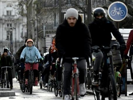 Au septième jour de grève, les Franciliens dans la jungle des transports
