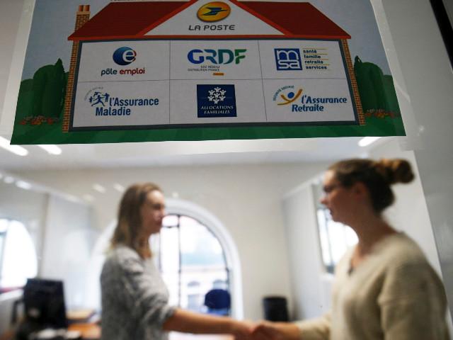 """""""Et mes fesses"""" : pourquoi le sigle """"maisons France Services"""" gêne le gouvernement"""