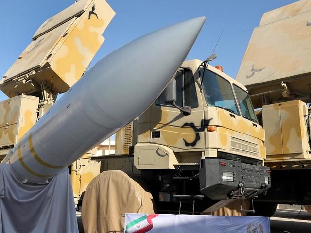 """EN DIRECT - Crash d'un Boeing à Téhéran : l'armée iranienne reconnait avoir tiré sur l'avion """"par erreur"""""""