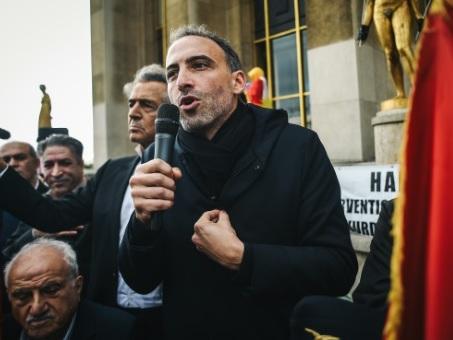 """Glucksmann et Bayou demandent l'interdiction du """"plaquage ventral"""" par la police"""