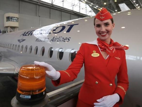 Les avions de ligne russes Sukhoi SuperJet 100 prêts à décoller sur le marché africain