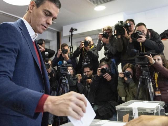 Elections législatives en Espagne: les socialistes en tête, bond de l'extrême droite, selon les résultats partiels