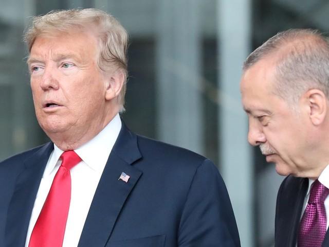"""Trump menace """"d'anéantir"""" l'économie de la Turquie si elle """"dépasse les bornes"""" en Syrie"""