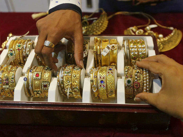 Gold hits record Rs 42,000, global rates shine to 7-year high