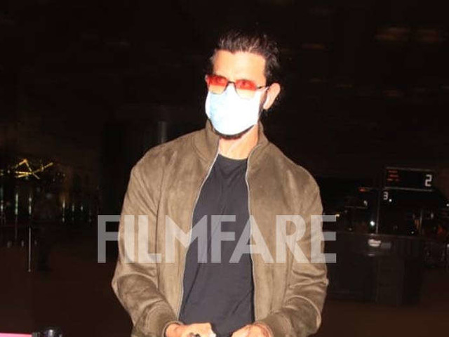 Hrithik Roshanâs style game at the airport is on point